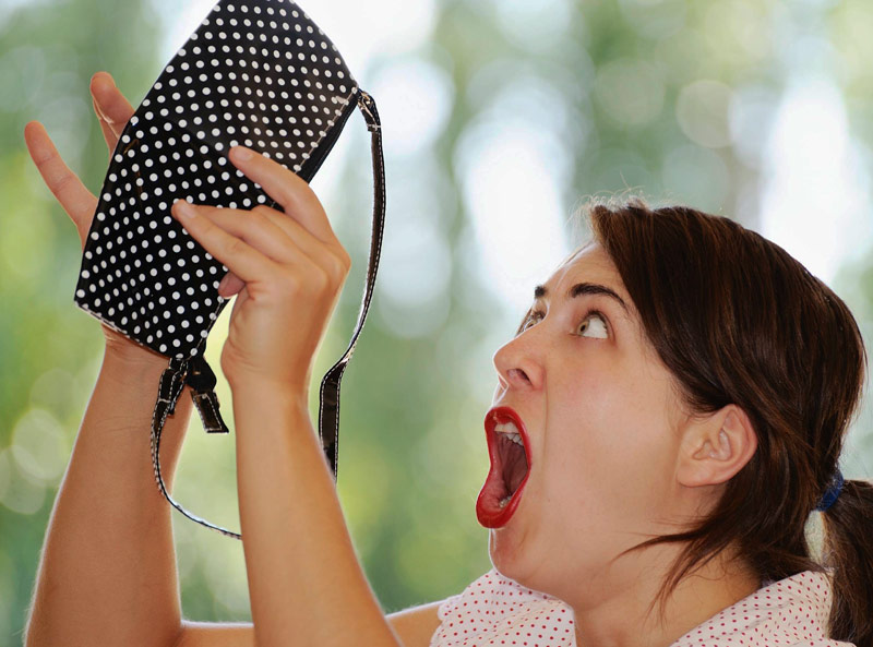 Finding a cockroach in a handbag would send anyone into a panic mode.